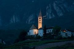 Kurtatscher Kirche in der Dämmerung