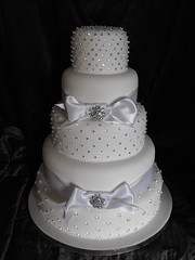 WEDDING CAKE GRIMSBY photo by KC WEDDING CAKES GRIMSBY