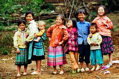 Những nụ cười ở bản Loóng Luông photo by Dinh Linh