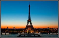 Paris, la Tour Eiffel en drapeau photo by Zed The Dragon