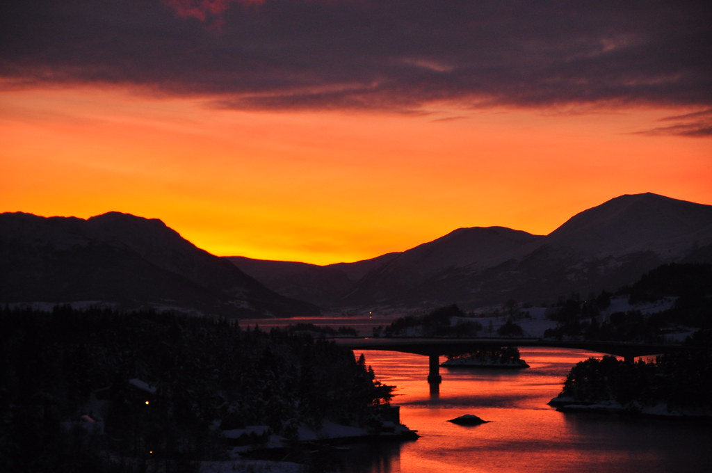 Winter sunset in Norway photo by Martin Ystenes - http://hei.cc