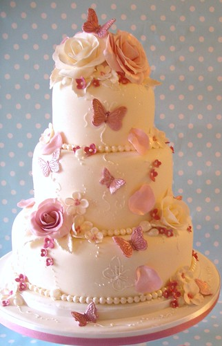 Pink Rose Garden wedding cake photo by nice icing