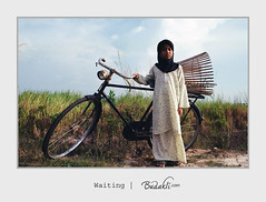 girl waiting photo by budakli