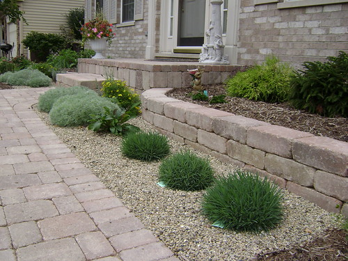 Seating and retaining walls chicago suburbs digrightin for Small low maintenance shrubs