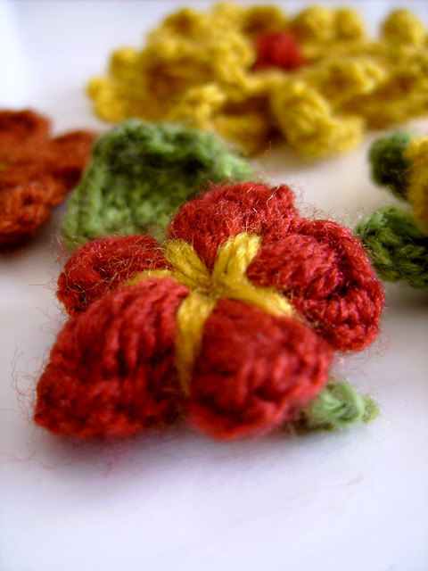 Crocheting: Flower pin Crochet pattern, Craft Elf