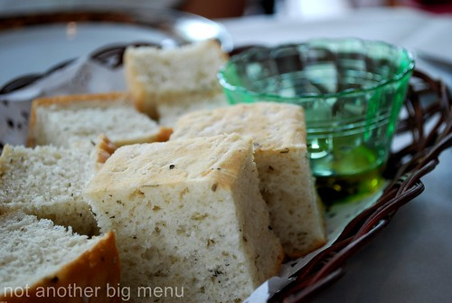 Modesto's, S'pore - Bread, olive oil, balsamic vinegar