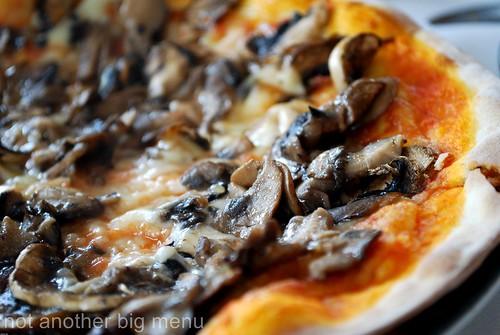 Modesto's, S'pore - Mushroom pizza