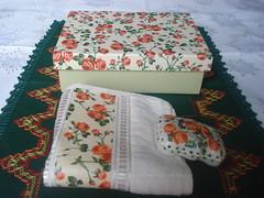 Kit Caixa Retangular com Toalha e Sabonete photo by Rosi - Artesanato em MDF
