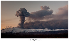 Eyjafjallajökull Eruption - Explosions photo by hallgrg