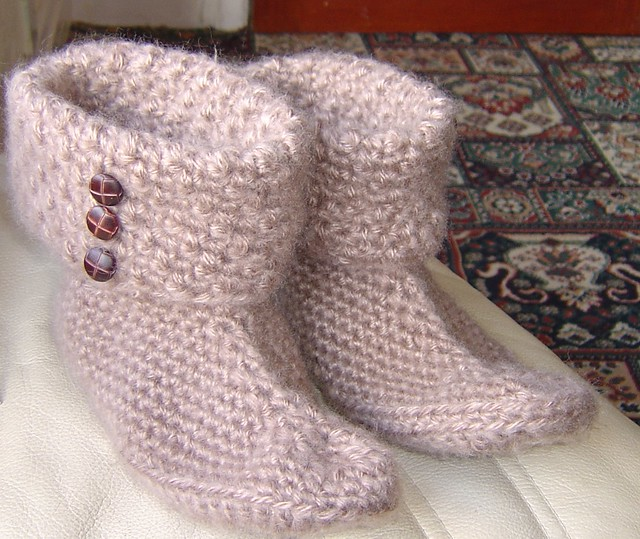 Free Knit Slipper Patterns Beginners : Sock Knitting Patterns :: Crochet Slipper Patterns :: Fiber Trends Images - F...