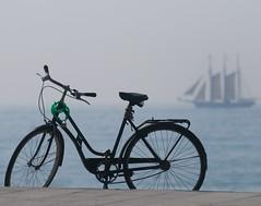 Barcelona: bikes in the beach photo by rabataller