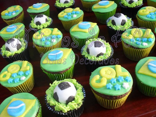 Cupcakes Copa do Mundo photo by Ana Paula Motta *Bolos Decorados*
