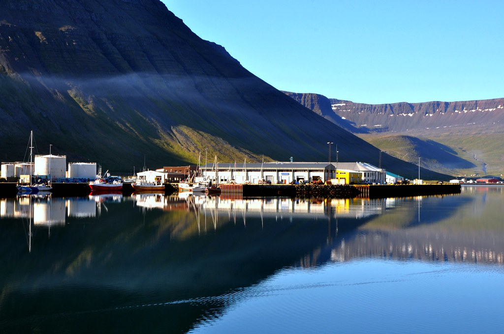 Isafjördur harbor with smoke photo by Martin Ystenes - http://hei.cc