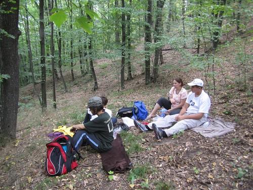 Călătoria familiei Filat prin Codrii Moldovei ia prânzul.