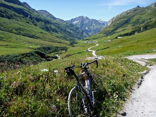Road to La Ville des Glaciers