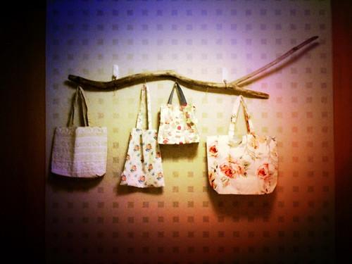 20100906 漂流木掛架及小花袋子