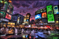 Toronto Yonge-Dundas Square photo by szeke