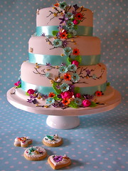 Summer daze wedding cake & cookies photo by nice icing