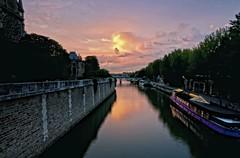 - l'heure mauve sur la Seine - photo by Janey Kay