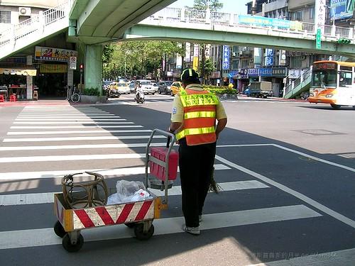 馬路勞工‧系列四:松山路天橋下