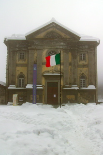 Italian flag at chiesa