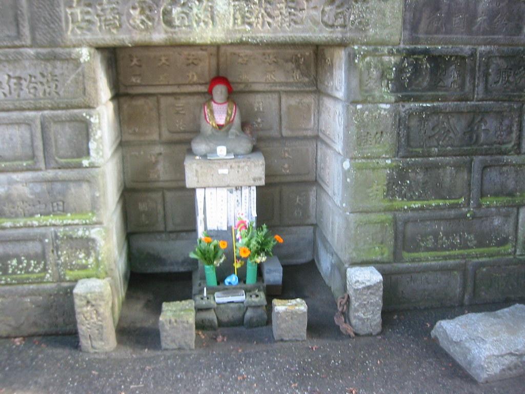 Buddha statue in alcove