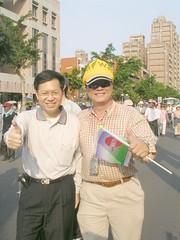 新聞局長鄭文燦也出現在遊行隊伍中