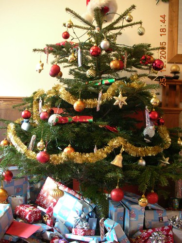 Complete tree with pressies