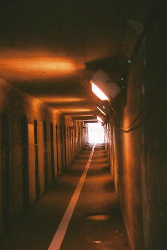 線路下の地下歩道