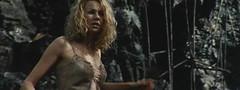 金刚-女主角得救之后反而没了一件外套
