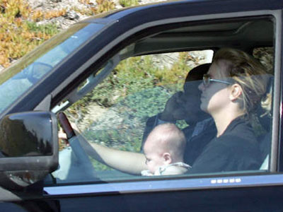 britney-spears-driving-baby