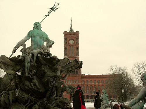Neptuno y Ayuntamiento Rojo