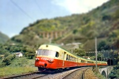 Tilt Train photo by cupabia