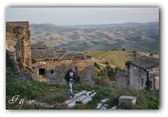In giro tra i ruderi di Craco Vecchia photo by francesco_43.