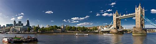 Towers-Bridge-Boats
