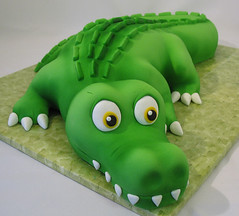 Cam's alligator cake photo by courtneyscakes