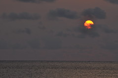 Setting Sun at Moon Beach #6 -夕日@月ヶ浜- photo by mukarin