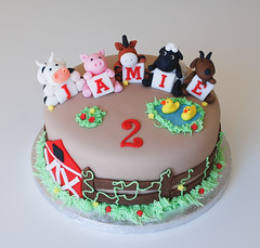 farm animal birthday cake photo by Lucyscakesandtoppers.co.uk