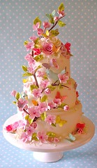 Summer blossom wedding cake photo by nice icing