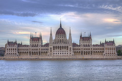 Hungarian parliament building (HDR) photo by Morpheus(DJ)