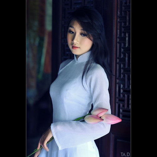 Lotus - Ao dai Vietnam photo by TA.D