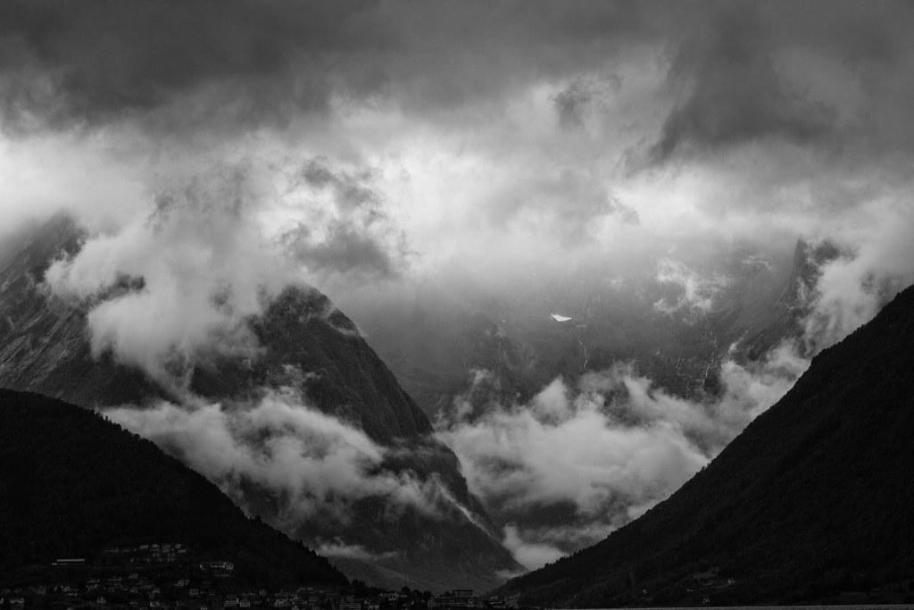 Balestrand + fjell