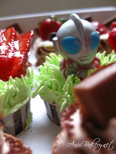 birthday cupcakes - ultraman