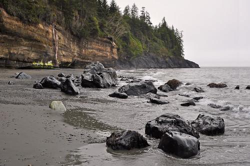 Juan de Fuca Trail, Bear Beach, black rocks