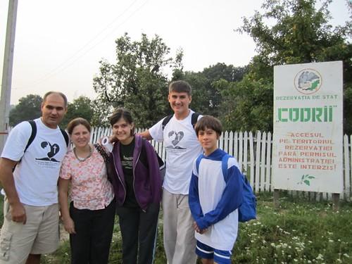 Familia Filat începe călătoria prin codri din satul Stejăreni