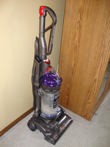tackling carpets review dyson dc 28 animal vacuum cleaner mom of 3 girls. Black Bedroom Furniture Sets. Home Design Ideas