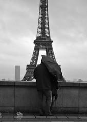 Les amoureux du trocadéro sous la pluie photo by . ADRIEN .