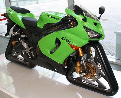 Al diseñador de esta Kawasaki hay que darle un premio.