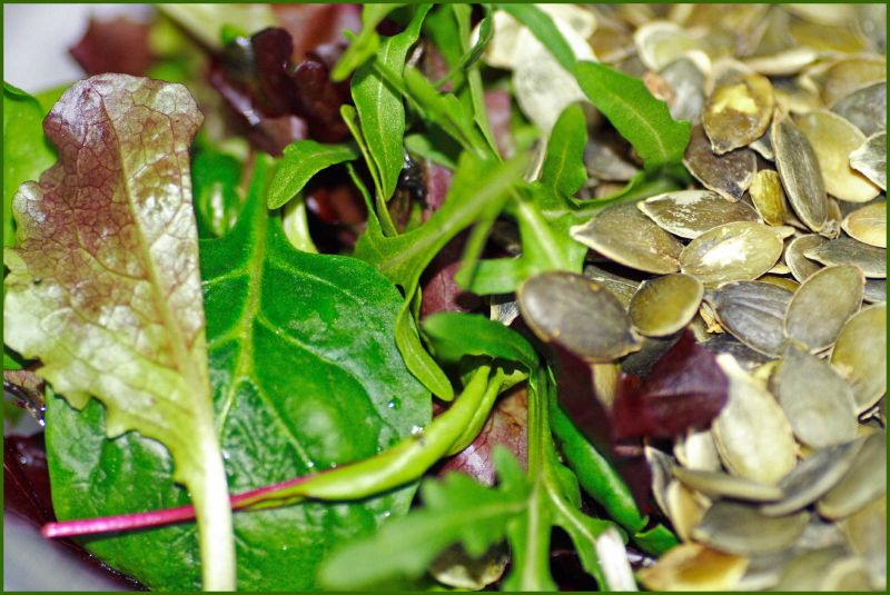 mixed-leaves-and-pumpkin-seeds