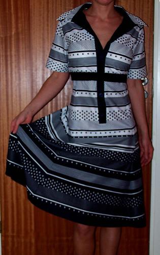 L:s svartvita klänning